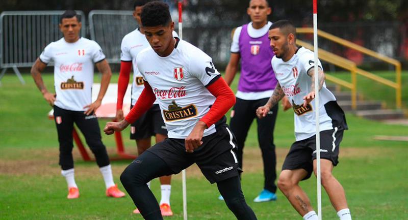 Perú trabajó con equipo completo