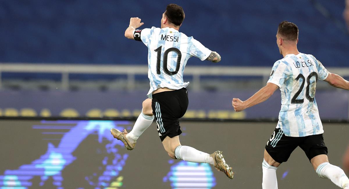 Messi y un golazo de tiro libre. Foto: EFE