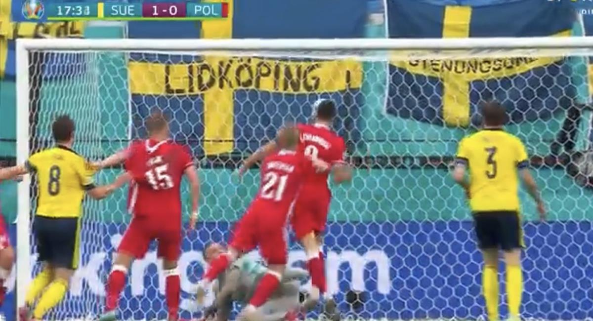 Lewandowski falló frente a la portería. Foto: Captura DirecTV Sports