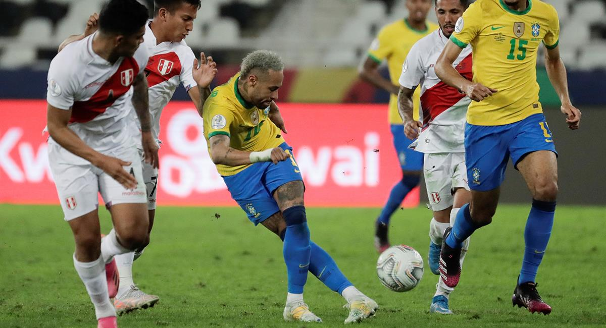 Neymar se jacta de sus jugadas ante Perú. Foto: EFE