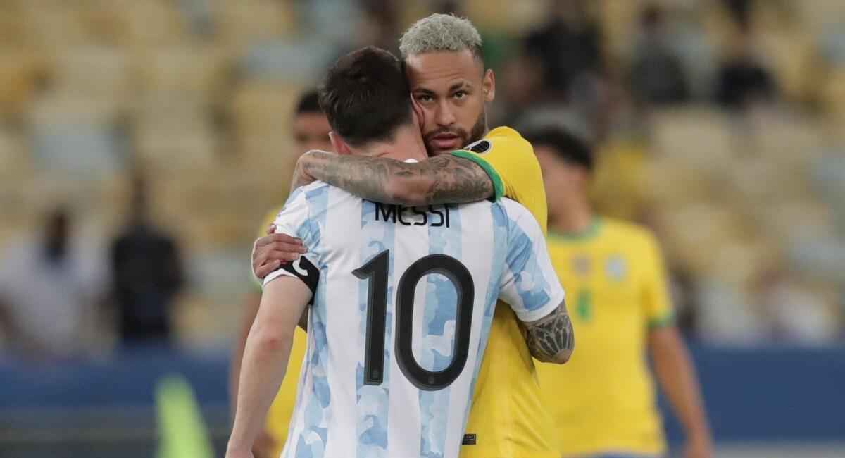 Neymar felicitó a Messi. Foto: EFE