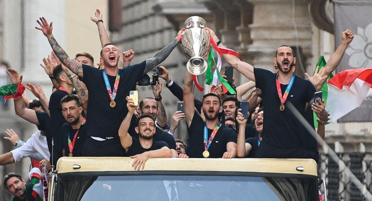 Italia festeja en Roma. Foto: @Vivo_Azzurro