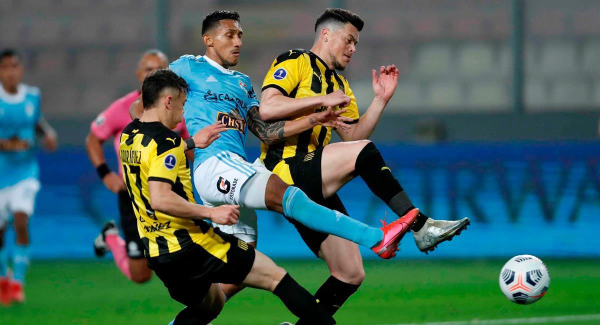 Cristal visita a Peñarol en Uruguay. Foto: EFE