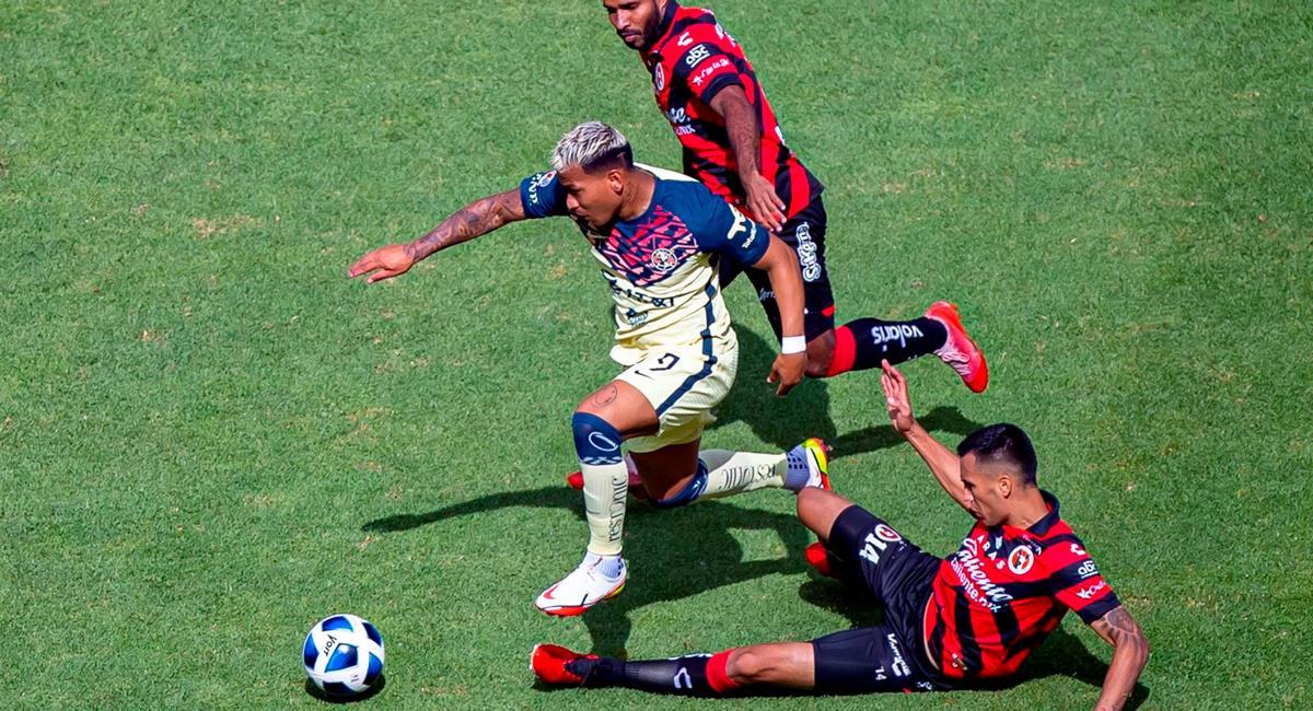 América sigue líder en la Liga MX. Foto: EFE