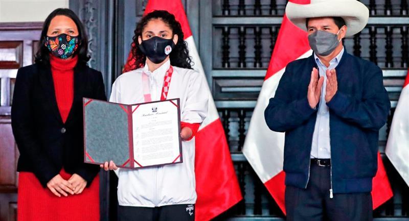 Angélica Espinoza fue premiada