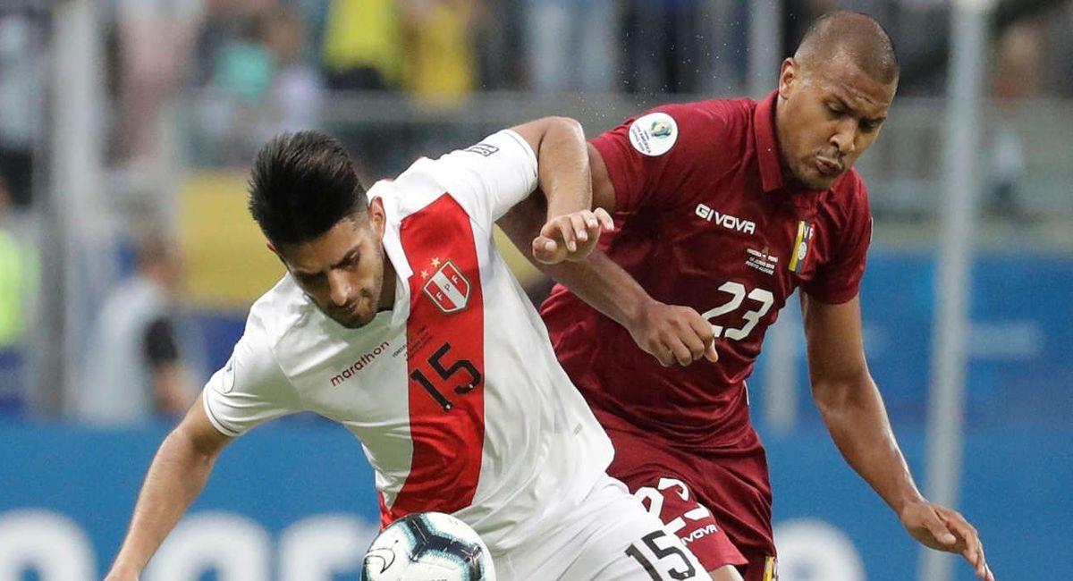 Carlos Zambrano podría ser novedad en la Selección Peruana. Foto: EFE