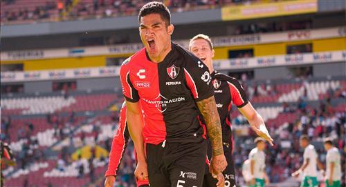 Santamaría se llevó el duelo de peruanos